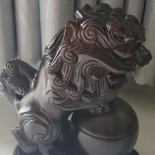 Tháp sư tử nhang trầm nụ (gỗ mun)